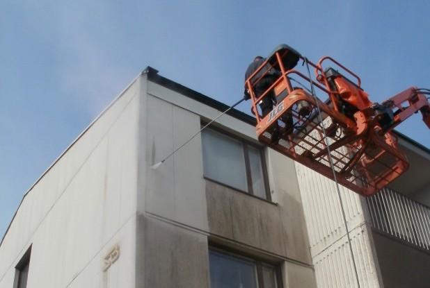 Bilden visar ISKADs fasadtvätt i Stockholm